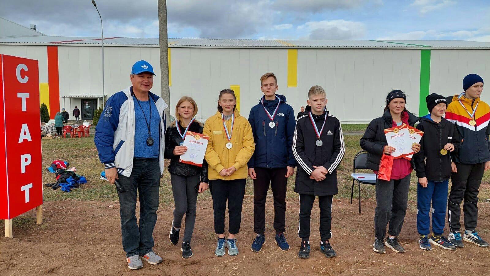 Серебро завоевали можгинские спортсмены в соревнованиях по легкоатлетическим эстафетам на приз Главы МО Вавожский район