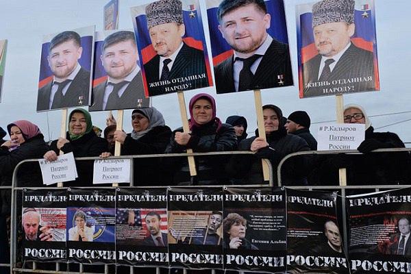 Март 2016-го. Сторонники Кадырова и Путина против либералов и националистов