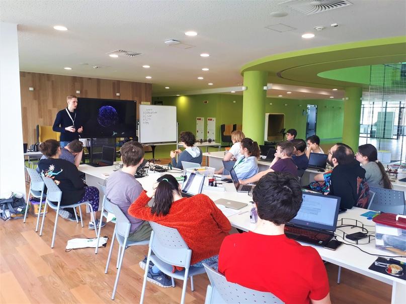 80 школьников и тренеров подготовились к соревнованиям по робототехнике в Университете Иннополис, изображение №39