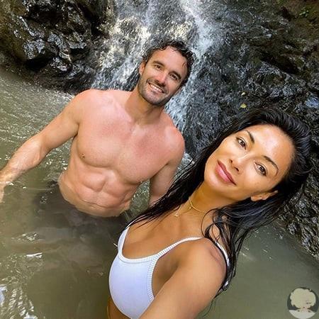 Пляжная романтика и единение с природой: Николь Шерзингер отдыхает с возлюбленным Томом Эвансом на Гавайях 42-летняяНиколь Шерзингери ее 36-летний возлюбленный Том Эванс большиелюбители
