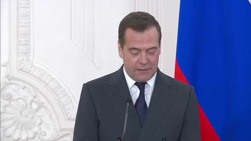 Медведев пробивает дно Как встречать Новый Год совет премьер министра Слушай
