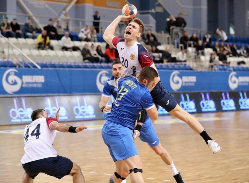 ЧЕ-2022. Два матча — две победы. Одна — у россиян, другая — деленная на три, изображение №1