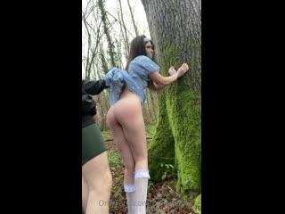 Belle Delphine насилуют в лесу, маньяк трахает Белли Дельфин, голая шкура, сиськи, грудь, попа, жопа, красотка, минет, hot +18