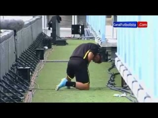 Mario Götze Peeing on the malaga's stadium.