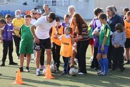 Дети с аутизмом и синдромом Дауна учатся играть в футбол