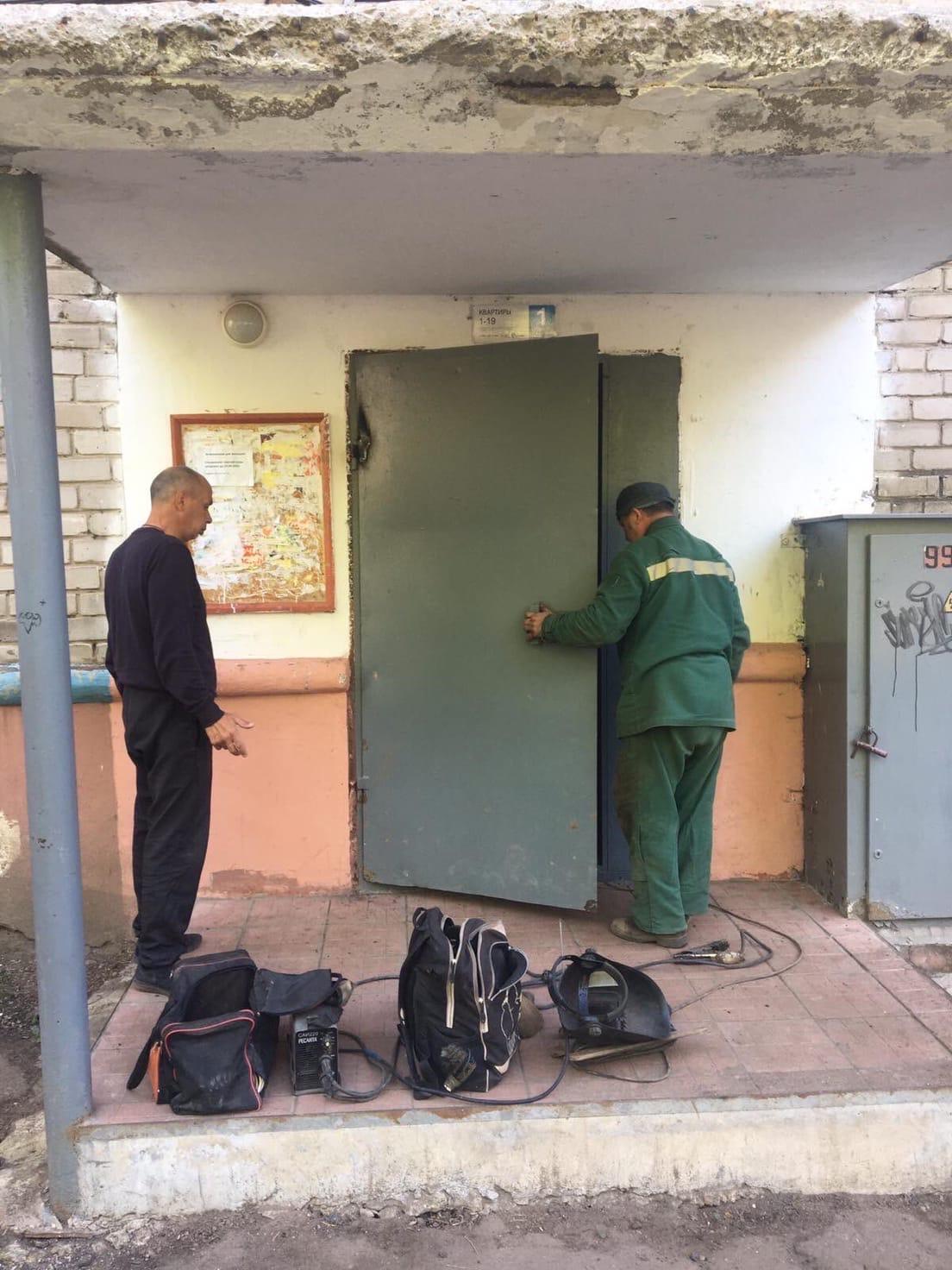 Улица Чернышевского дом 34(1 подъезд) ремонт вх.двери....