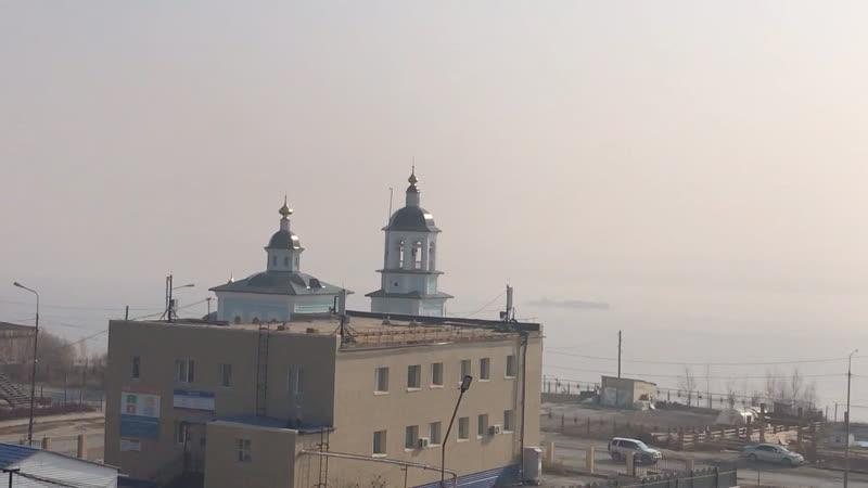 Дымовая завеса на реке Лена в городе Покровск 20 сентября 2020